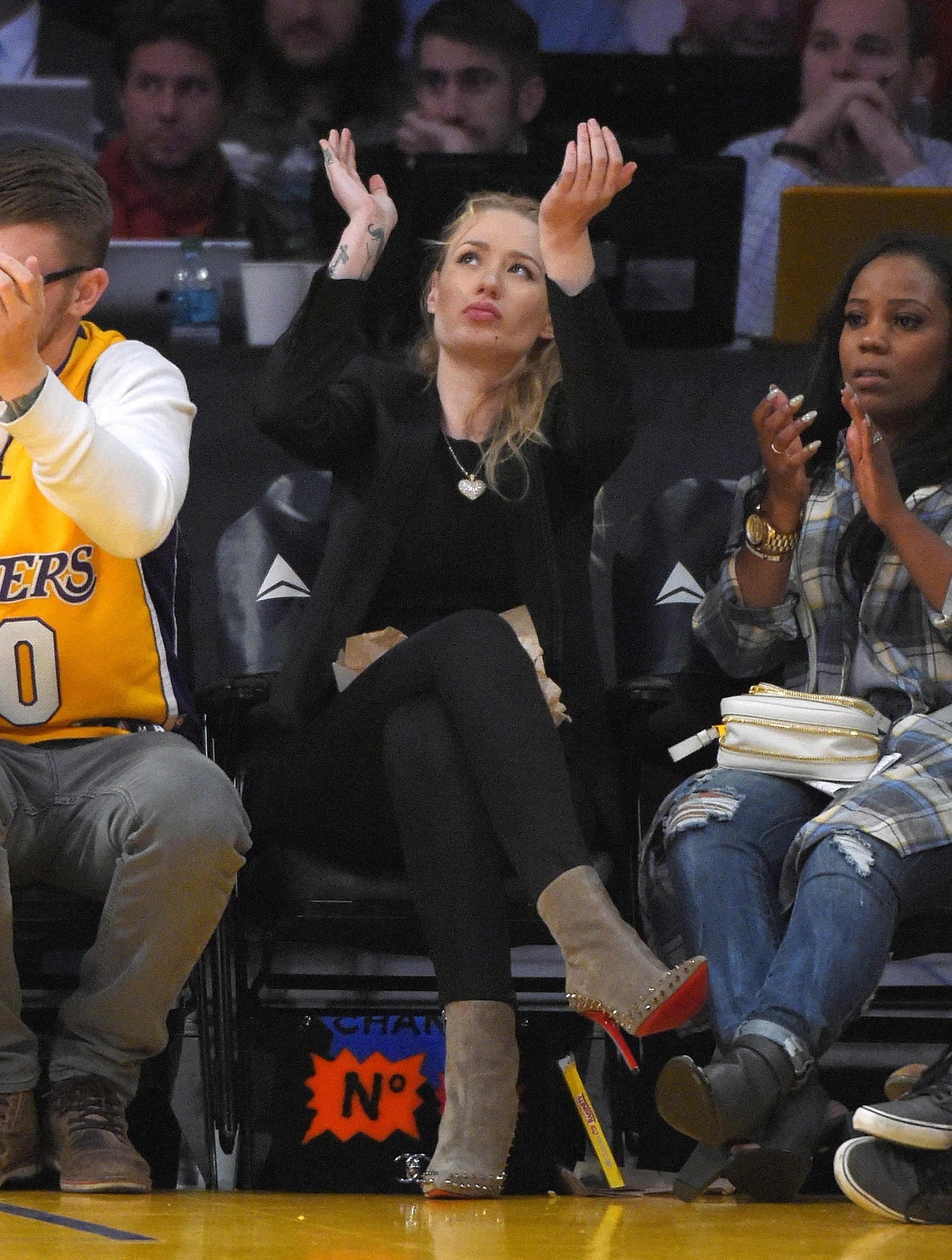 iggy azalea dating laker Iggy azalea smiles for a picture on her way out of crustacean restaurant on thursday night (july 10) in beverly hills, calif the 24-year-old rapper hit the town with her boyfriend, los.
