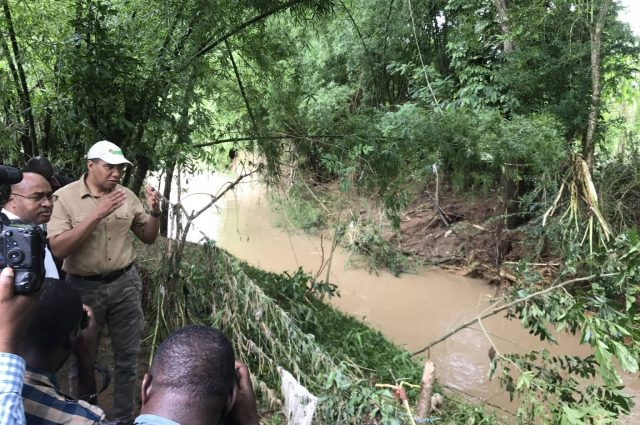 prime minister visits flooded areas